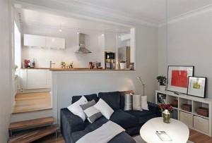 Sala e cozinha podem ser conjugadas através de uma bancada, dispensando o uso de mesa. Fogão e microondas embutidos economizam espaço