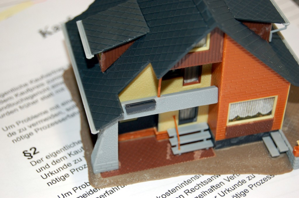 Dicas dos especialistas para evitar armadilhas em contratos de compra e venda