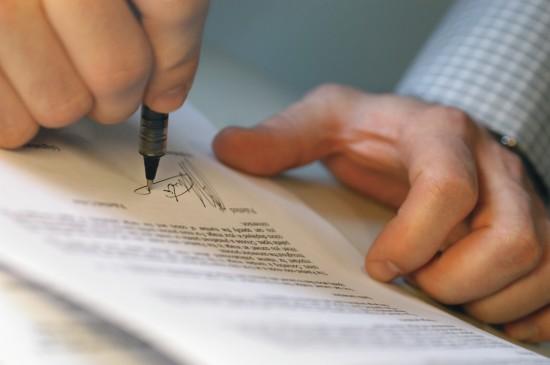 Acredite: o único profissional indispensável para comprar e vender imóveis é o advogado.
