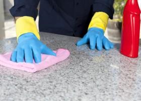 Mora sozinho e não tem tempo? Confira estas dicas para manter seu apartamento limpo sem gastar muito.