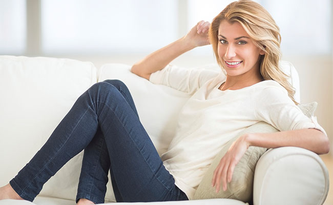 mulher sofa